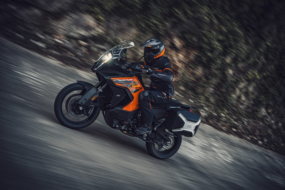 KTM_1290_SUPER_ADVENTURE_S_Action_(1).jpg